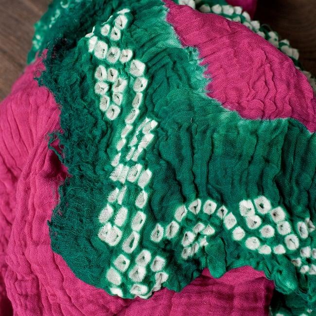 〔2枚セット〕あなたが完成させる 伝統の絞り染めストール バンデジ - ビビットピンク×緑系 3 - 一箇所ずつ丁寧に糸を結んでつくられています