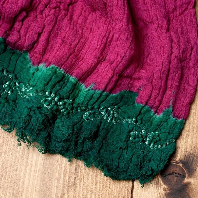 〔2枚セット〕あなたが完成させる 伝統の絞り染めストール バンデジ - ビビットピンク×緑系 6 - 白くなっていたところは、このように糸を結ぶことで模様になります。