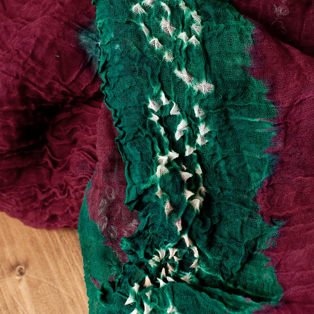〔2枚セット〕あなたが完成させる 伝統の絞り染めストール バンデジ - 赤茶×緑系 3 - 一箇所ずつ丁寧に糸を結んでつくられています