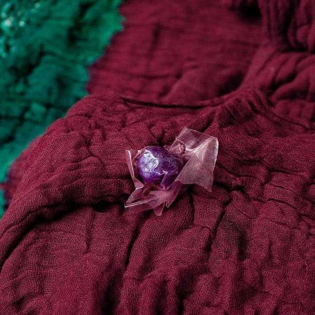 〔2枚セット〕あなたが完成させる 伝統の絞り染めストール バンデジ - 赤茶×緑系 7 - どういう風に布を染め上げ、作っているのかがよくわかる布です。