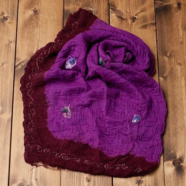 〔2枚セット〕あなたが完成させる 伝統の絞り染めストール バンデジ - 紫×茶系 5 - こちらは開く前の状態。開くと模様が出てきて完成する布なので、あえてこのまま糸が結ばれた状態でお送りいたします。