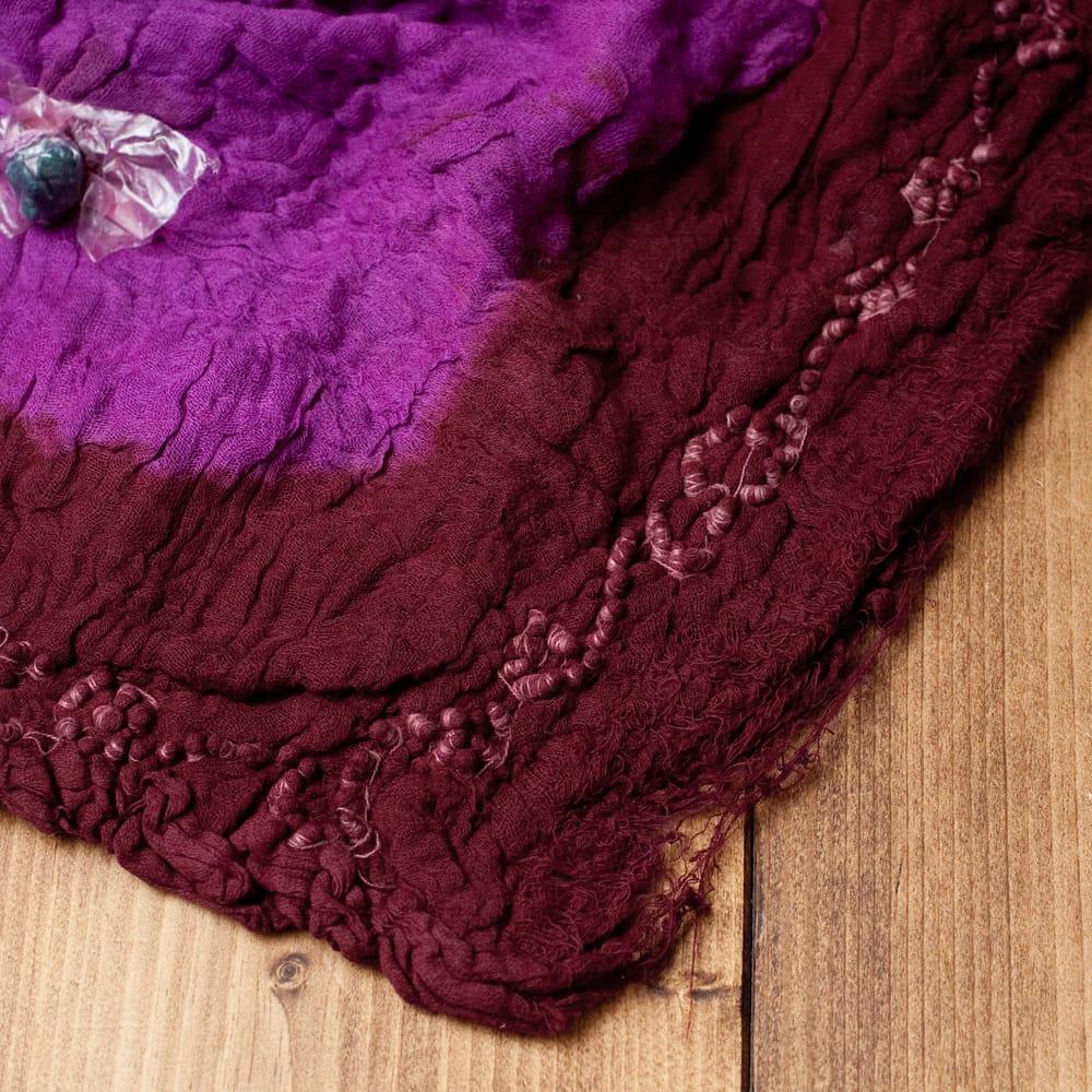 〔2枚セット〕あなたが完成させる 伝統の絞り染めストール バンデジ - 紫×茶系 6 - 白くなっていたところは、このように糸を結ぶことで模様になります。