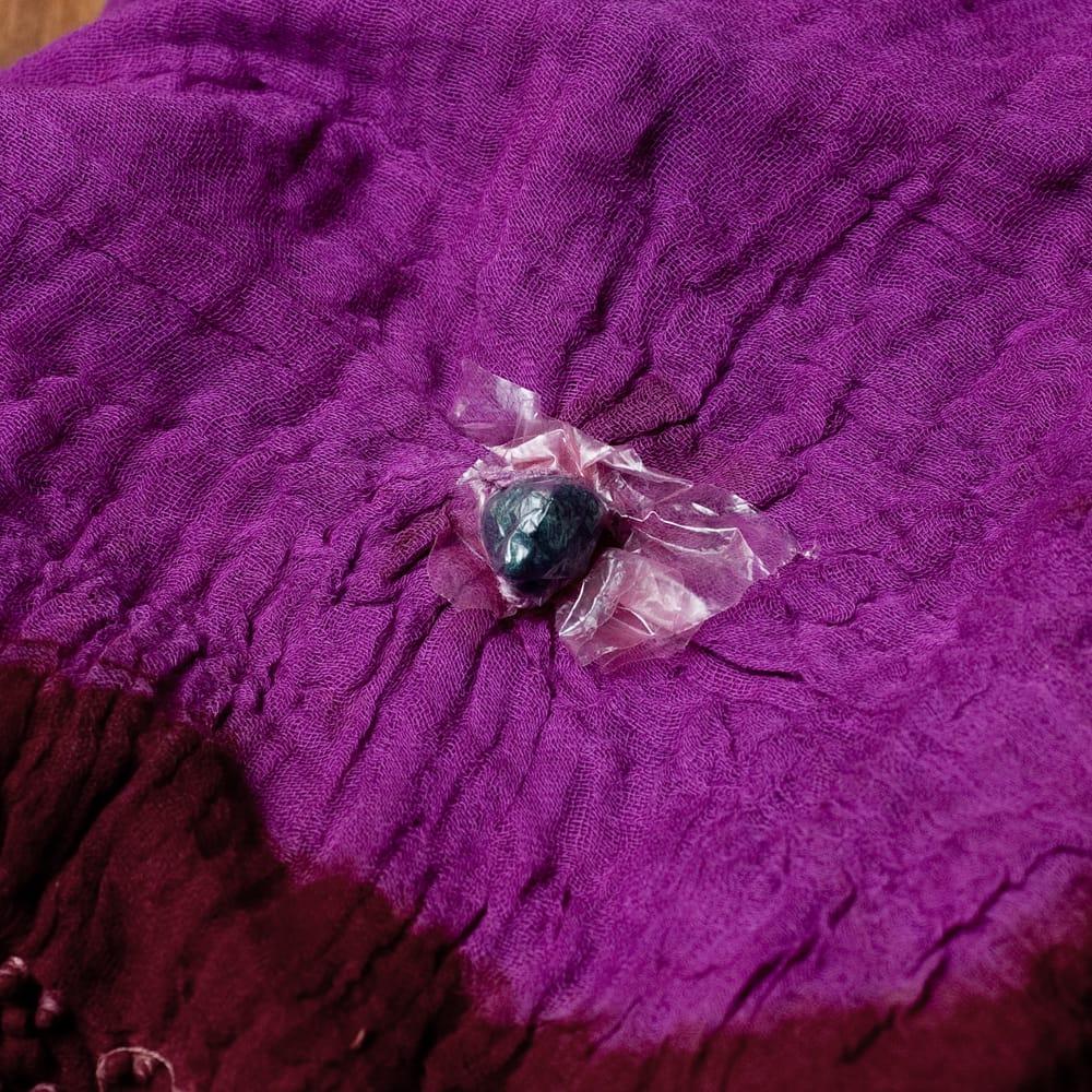 〔2枚セット〕あなたが完成させる 伝統の絞り染めストール バンデジ - 紫×茶系 7 - どういう風に布を染め上げ、作っているのかがよくわかる布です。