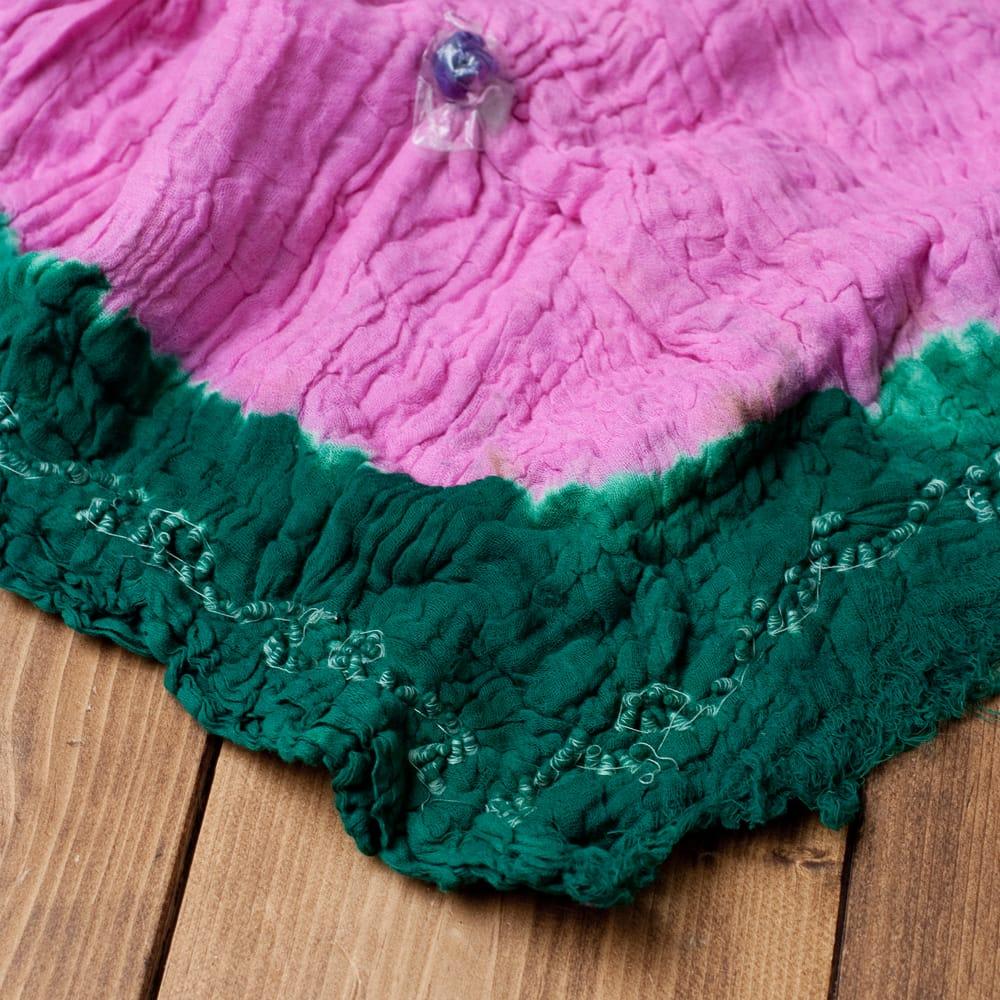〔2枚セット〕あなたが完成させる 伝統の絞り染めストール バンデジ - ピンク×緑系 6 - 白くなっていたところは、このように糸を結ぶことで模様になります。