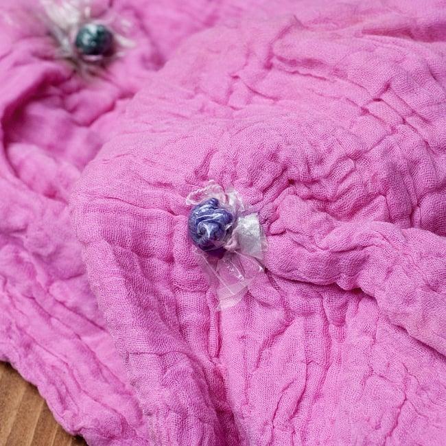 〔2枚セット〕あなたが完成させる 伝統の絞り染めストール バンデジ - ピンク×緑系 7 - どういう風に布を染め上げ、作っているのかがよくわかる布です。