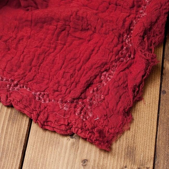 〔2枚セット〕あなたが完成させる 伝統の絞り染めストール バンデジ - 赤系 6 - 白くなっていたところは、このように糸を結ぶことで模様になります。