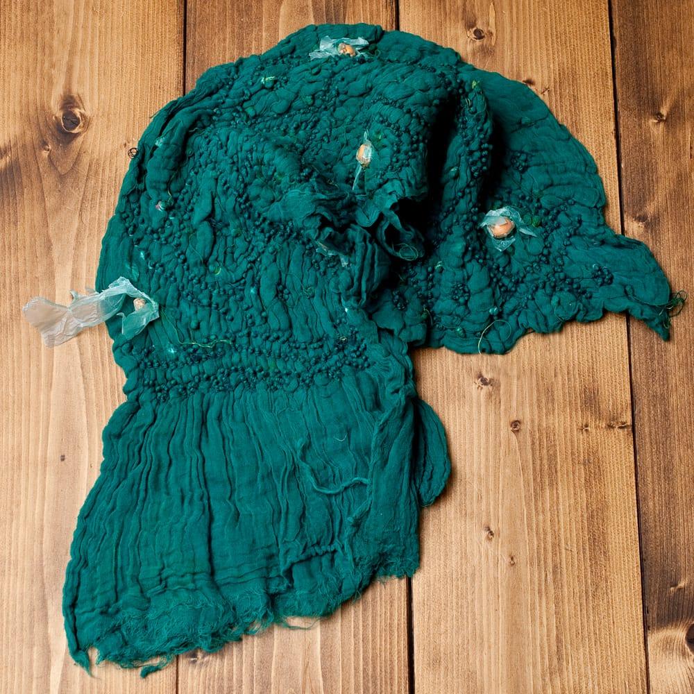あなたが完成させる 伝統の絞り染めストール バンデジ - 青緑 5 - こちらは開く前の状態。開くと模様が出てきて完成する布なので、あえてこのまま糸が結ばれた状態でお送りいたします。