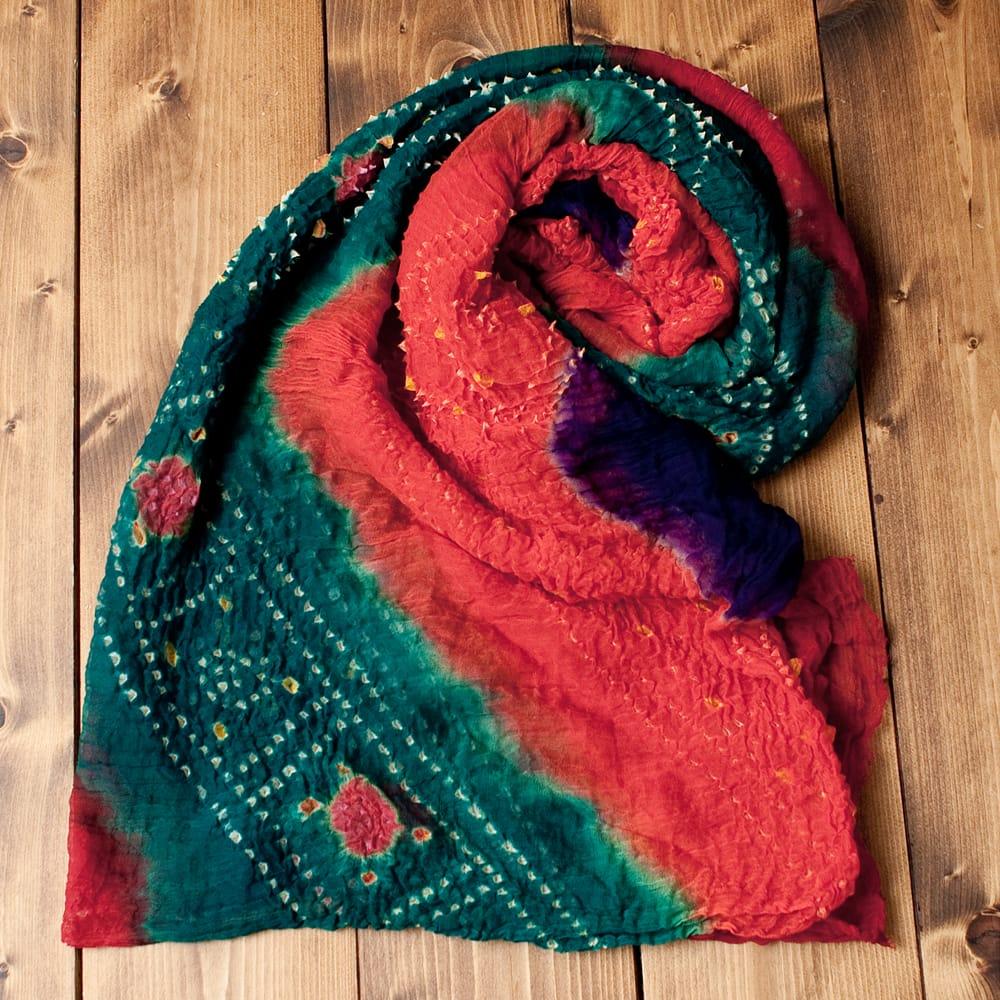 あなたが完成させる 伝統の絞り染めストール バンデジ - 青緑×オレンジ×紫系の写真