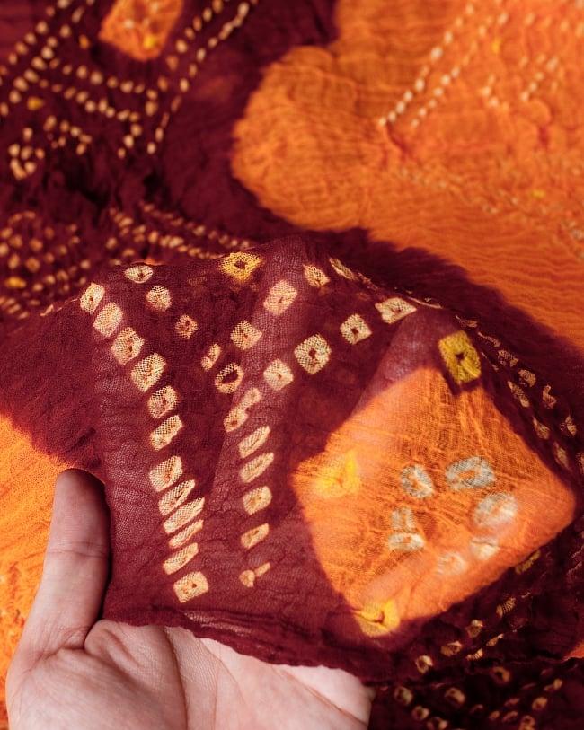 あなたが完成させる 伝統の絞り染めストール バンデジ - オレンジ×茶系 4 - ふんわりとした生地です