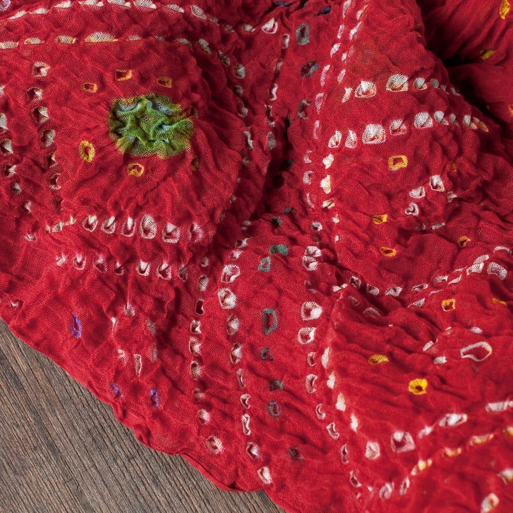 あなたが完成させる 伝統の絞り染めストール バンデジ - 赤系 3 - 一箇所ずつ丁寧に糸を結んでつくられています