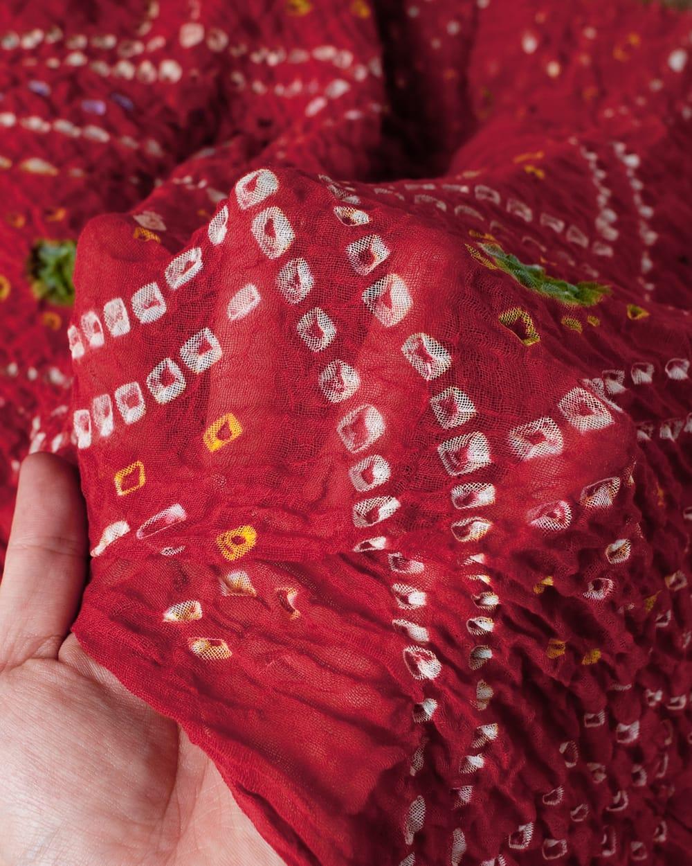 あなたが完成させる 伝統の絞り染めストール バンデジ - 赤系 4 - ふんわりとした生地です