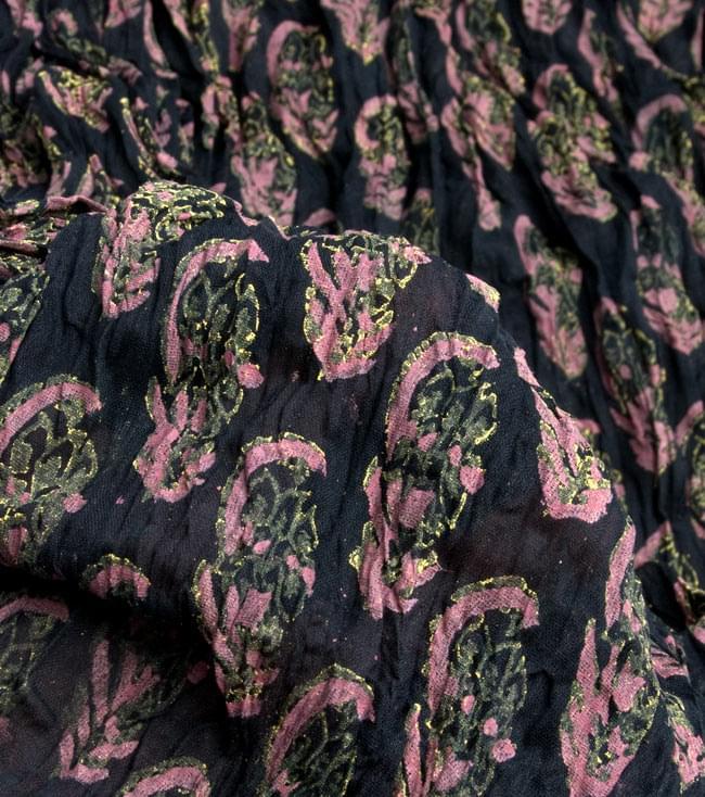 【ウッドブロック】インドのクリンクルストール- 黒×ピンクの写真4 - 柄の一部を拡大してみたところです
