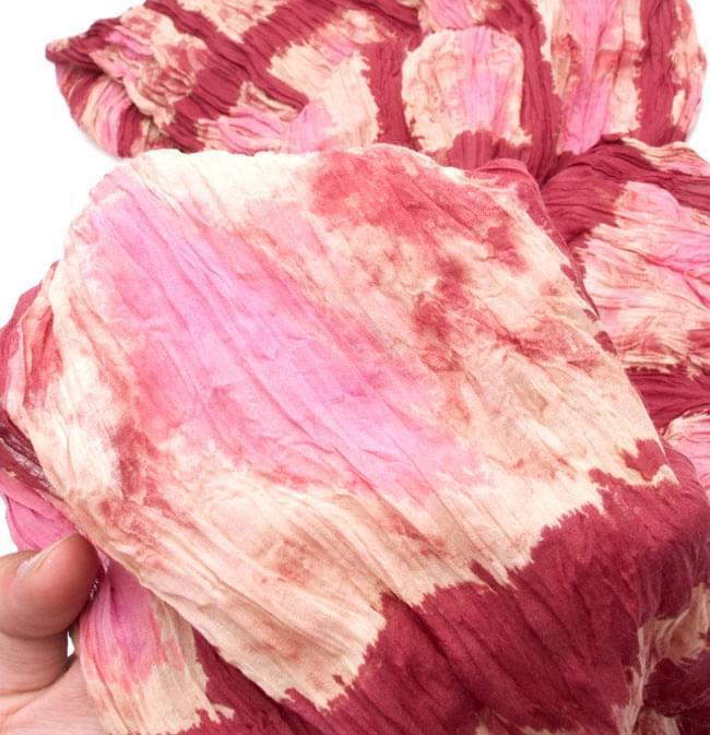 【タイダイ】インドのクリンクルストール- 小豆色×ピンクの写真4 - 柄の一部を拡大してみたところです
