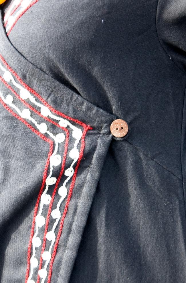 長袖ネパールのカシュクール風ワンピース[黒] 5 - サイドを紐で結んでいただくデザインです。