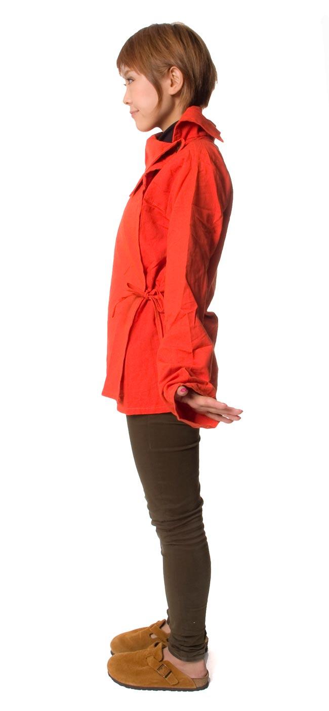 ウッドボタンのカシュクールジャケット 【オレンジ】の写真3 - 横から見るとこんな感じです。