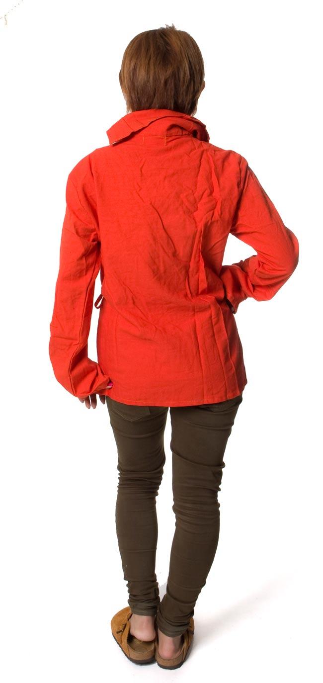 ウッドボタンのカシュクールジャケット 【オレンジ】の写真4 - 後ろ姿はこんな感じです。