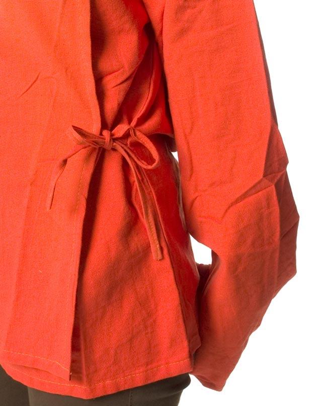 ウッドボタンのカシュクールジャケット 【オレンジ】の写真6 - サイドは紐で結びます。