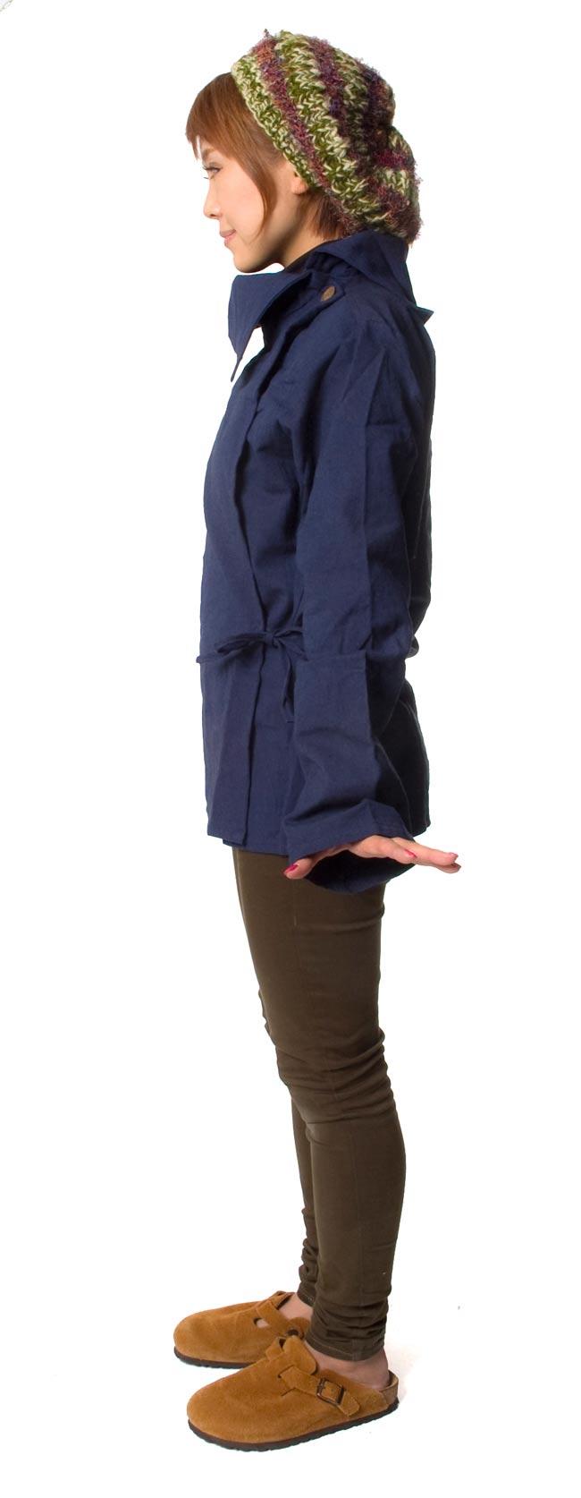 ウッドボタンのカシュクールジャケット 【紺】の写真3 - 横から見るとこんな感じです。