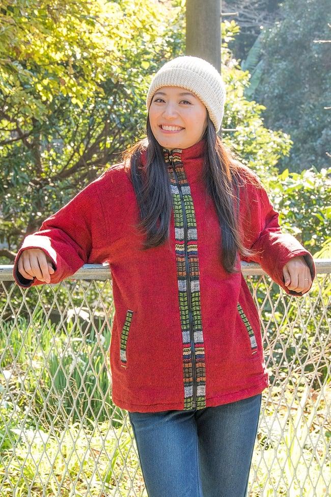 ネパールのゲリラインジャケット 2 - 選択B:レッド 身長165cmの女性モデルさんが着てみました。