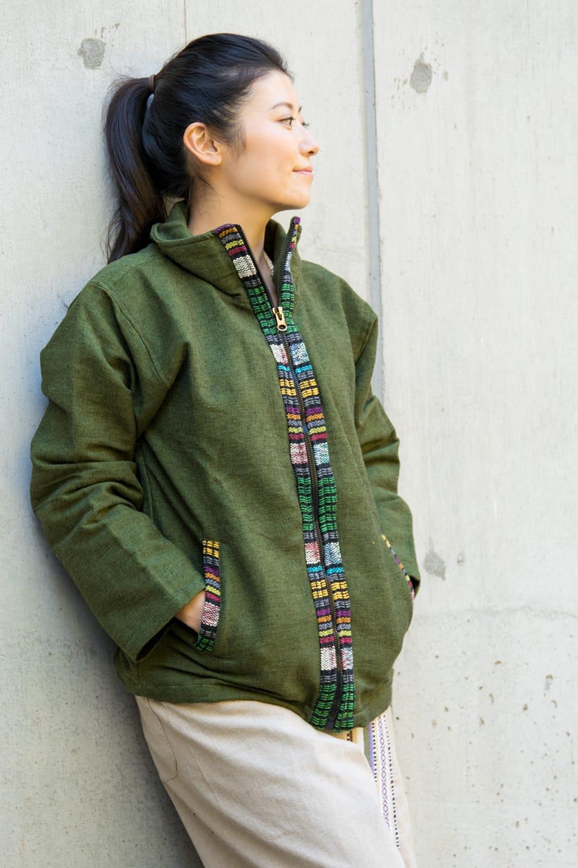 ネパールのゲリラインジャケット 4 - 選択C:グリーン。少し落ち着いた印象を与える、大人の色使いです。