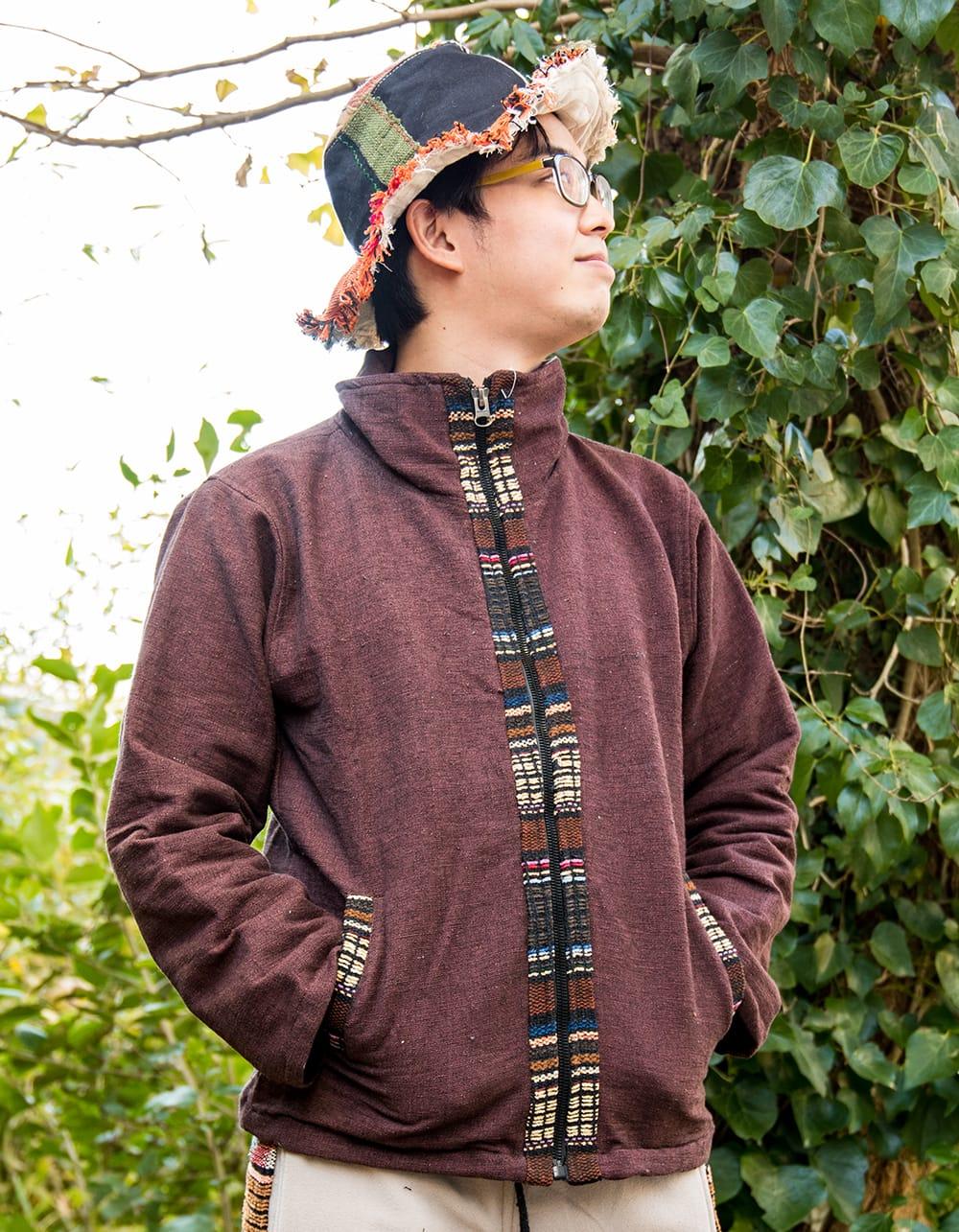 ネパールのゲリラインジャケット 5 - 選択D:ブラウン 身長170cmの男性モデルの着用例です。