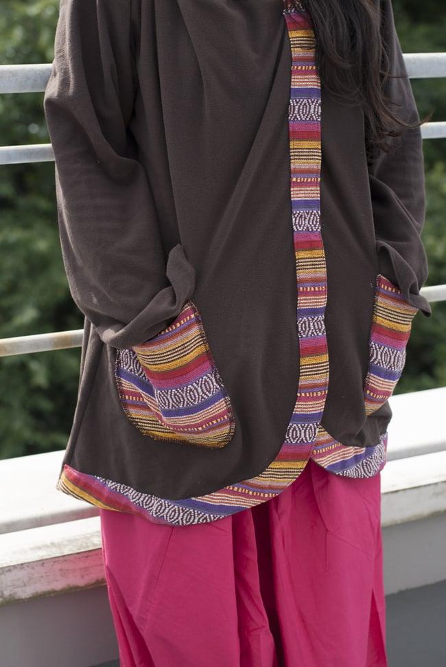 ネパールゲリラインのフリースジャケットの写真6 - I:ブラウン(ゲリ素材のポケット)