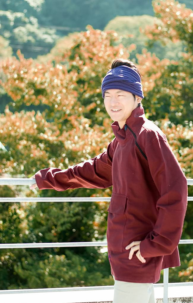 チベタン・ジャケット − えんじの写真2 - 横から見るとこんなkンジです。