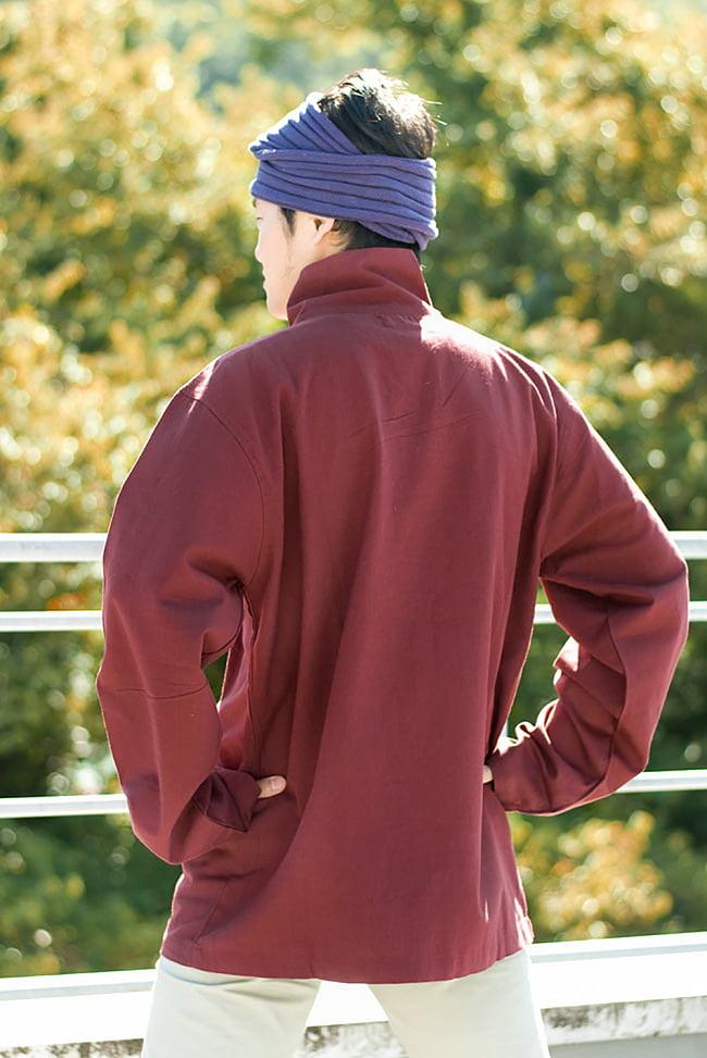 チベタン・ジャケット − えんじの写真3 - 後ろ姿はこんな感じでシンプルです。
