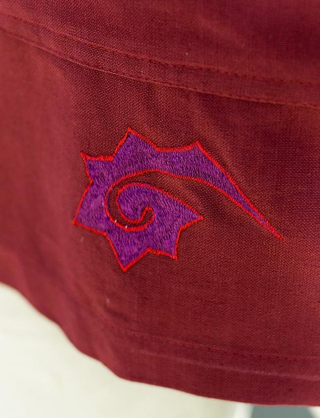 チベタン・ジャケット − えんじの写真5 - 刺繍をアップにしてみました。
