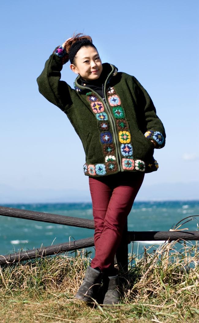 フラワーモチーフのウールジャケットの写真