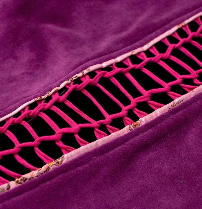 ベルベット生地のパッチワーク・トライバルコートの写真18 - 背中部分をアップにしてみました。個性的ですね。