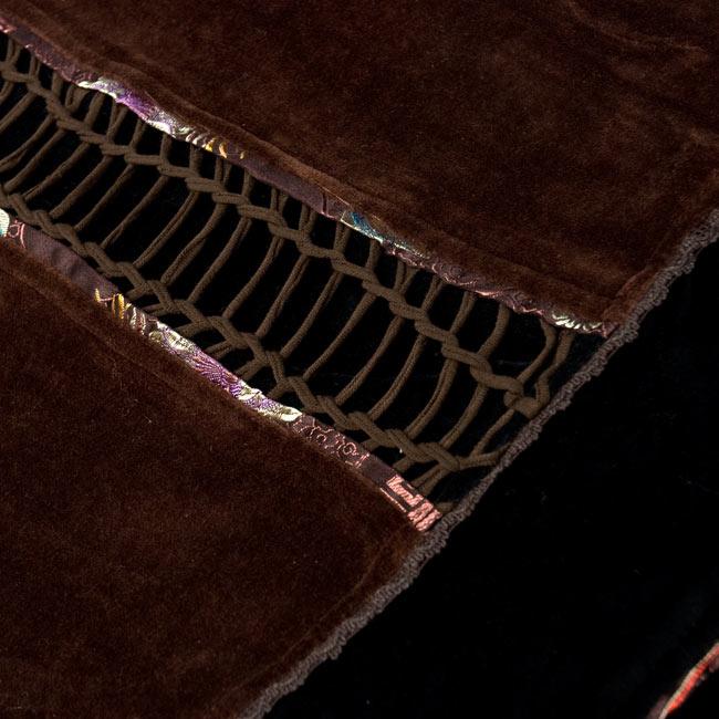 ベルベット生地のパッチワーク・トライバルコート - ブラウン系 18 - 背中もインパクト大です。