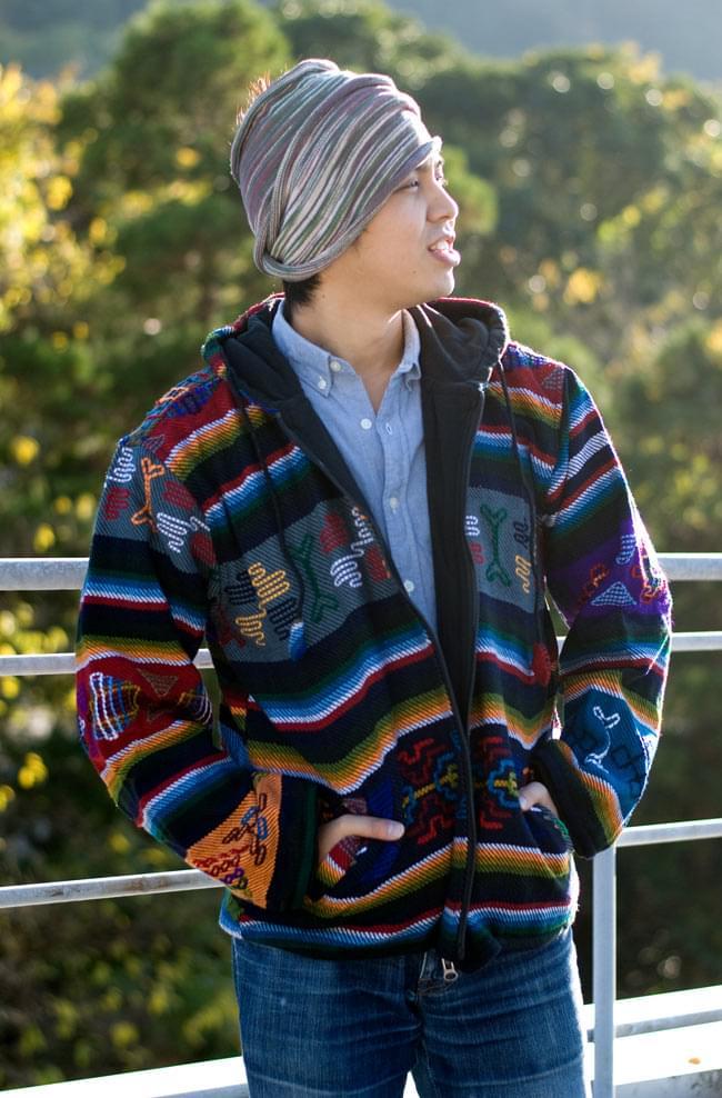 ネパール民族織り布のカラフルジャケットの写真6 - F:グレー:身長170�のスタッフが着てみました。こちらはL/XLサイズです。。
