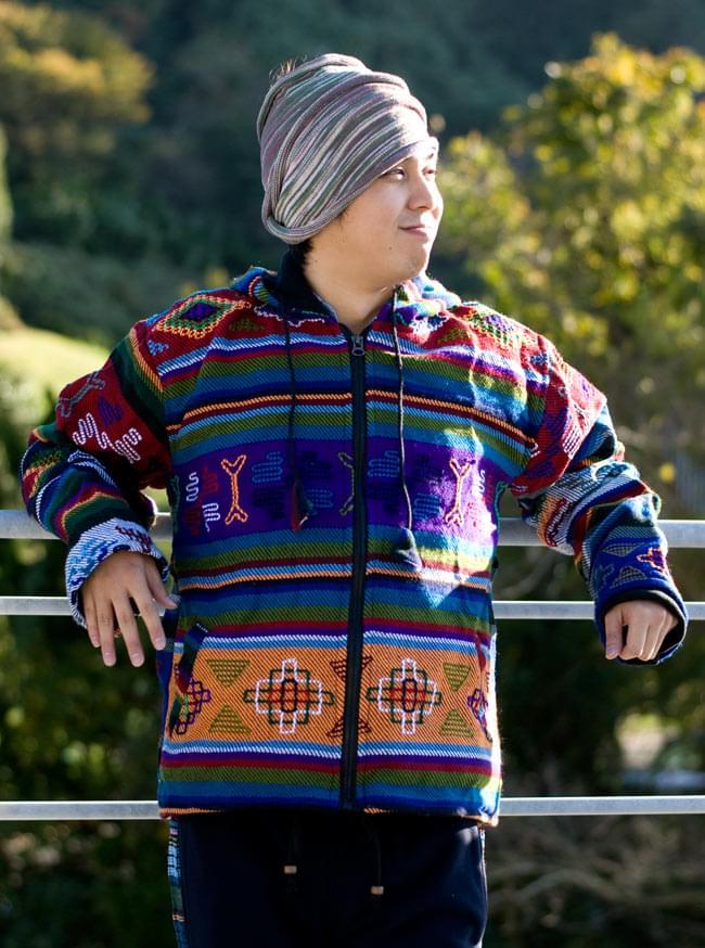 ネパール民族織り布のカラフルジャケットの写真7 - F:パープル:身長170�のスタッフが着てみました。こちらはL/XLサイズです。。
