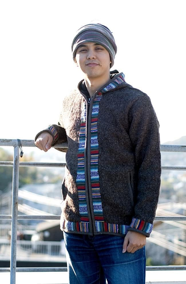 ネパールのゲリラインウールジャケットの写真3 - C:ライトブラウン:身長170�のスタッフがLサイズを着てみました。