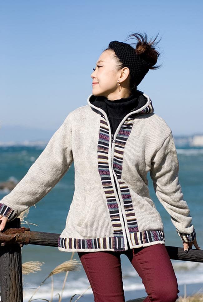 ネパールのゲリラインウールジャケットの写真4 - D:アイボリー:身長150�のスタッフがSサイズを着てみました。厚手もインナーを着るならMサイズでも大丈夫です!