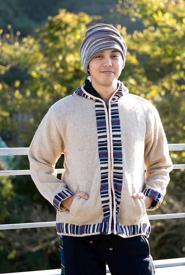 ネパールのゲリラインウールジャケットの写真5 - E:ベージュ:身長170�のスタッフがLサイズを着てみました。温かくて着心地よいです。