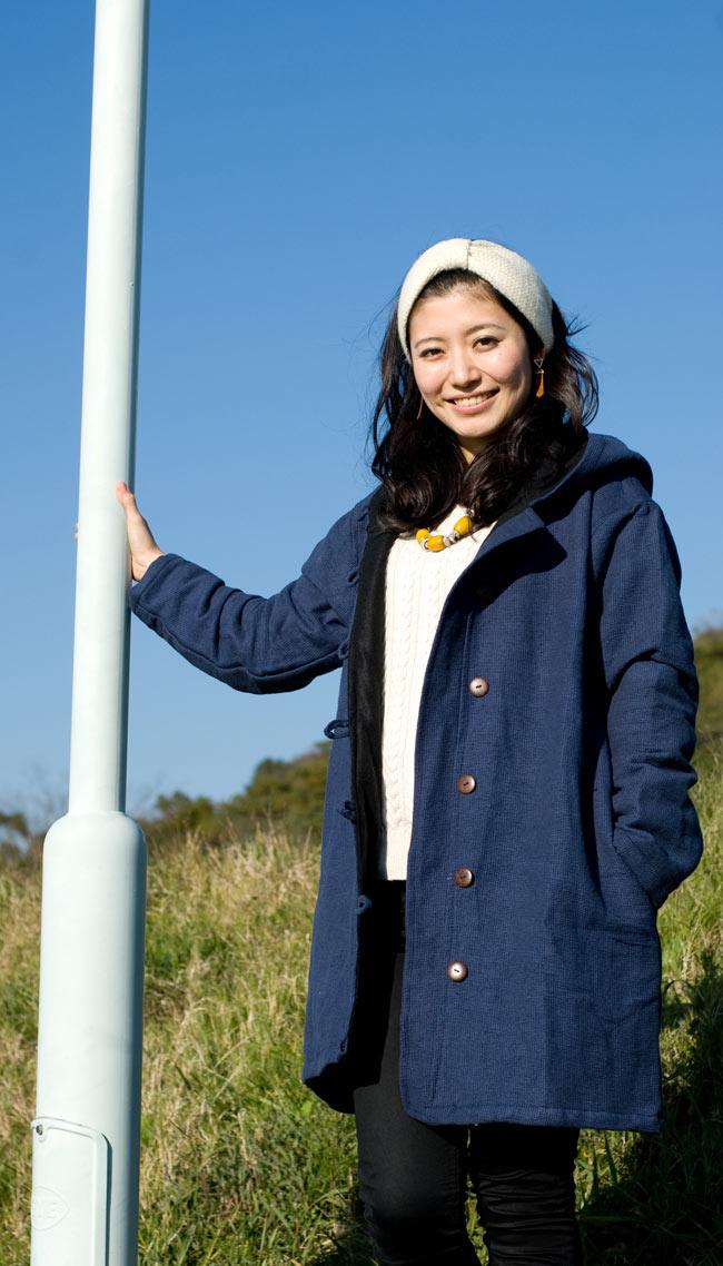 ネパールのコットンジャケット 2 - ネイビー:身長165�のモデルが着てみました。こちらはLサイズになりますが、大きすぎることなく着れました。