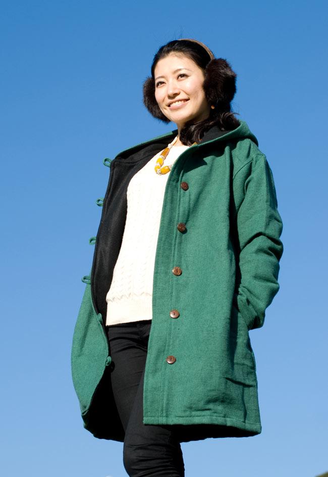 ネパールのコットンジャケットの写真6 - グリーン身長165�のスタッフがLサイズを着てみました。ゆったりデザインなので着やすいです。