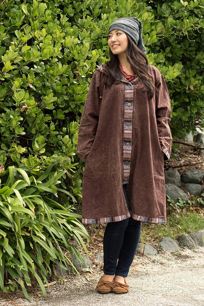 ネパールゲリとストーンウォッシュのロングコート 11 - 選択D:ブラウンの着用例です。モデルさんの身長:165cm