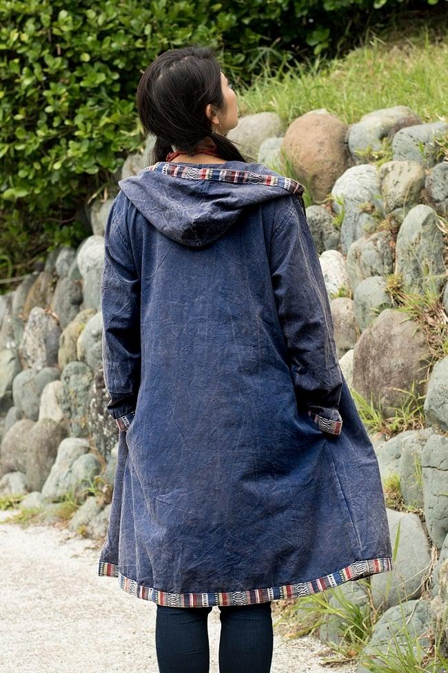 ネパールゲリとストーンウォッシュのロングコート 8 - 後ろ姿の様子です。ストーンウォッシュの熟れた感じが素敵ですね。