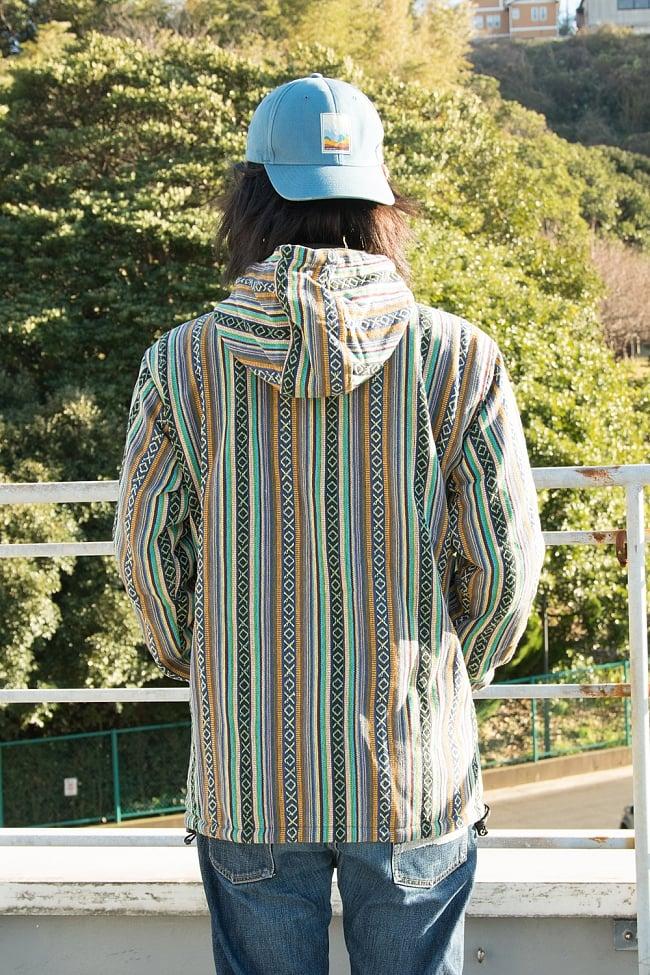 ネパール伝統布のインナーフリースジャケット 10 - 背中側の様子です。