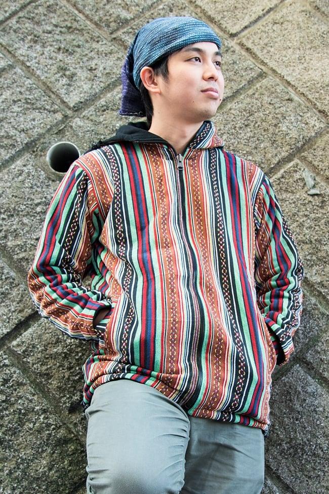 ネパール伝統布のインナーフリースジャケット 3 - C:ブラウン&緑系 身長170cmの男性モデルの着用例になります。