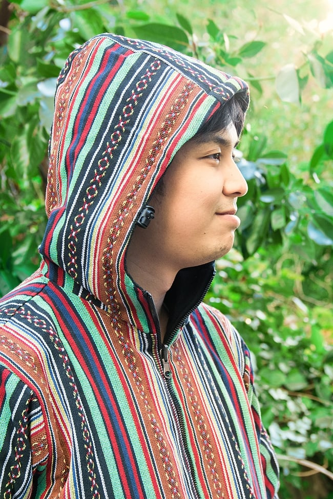 ネパール伝統布のインナーフリースジャケット 8 - フードがついているので風の強い日にも安心です。