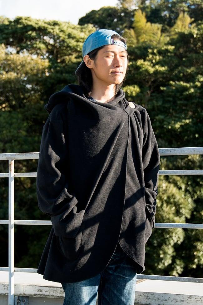 7CHAKRAのフリースジャケット  3 - ブラック 身長167cmの男性スタッフが着てみました。