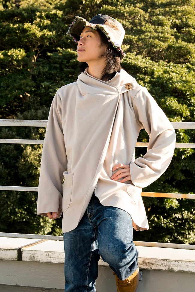 7CHAKRAのフリースジャケット  5 - ベージュ 身長167cmの男性スタッフが着てみました。