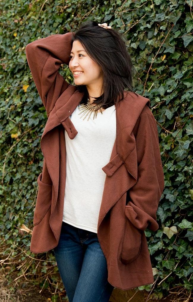 7CHAKRAのフリースジャケット  9 - レッドブラウン 身長165cmの女性スタッフが着てみました。