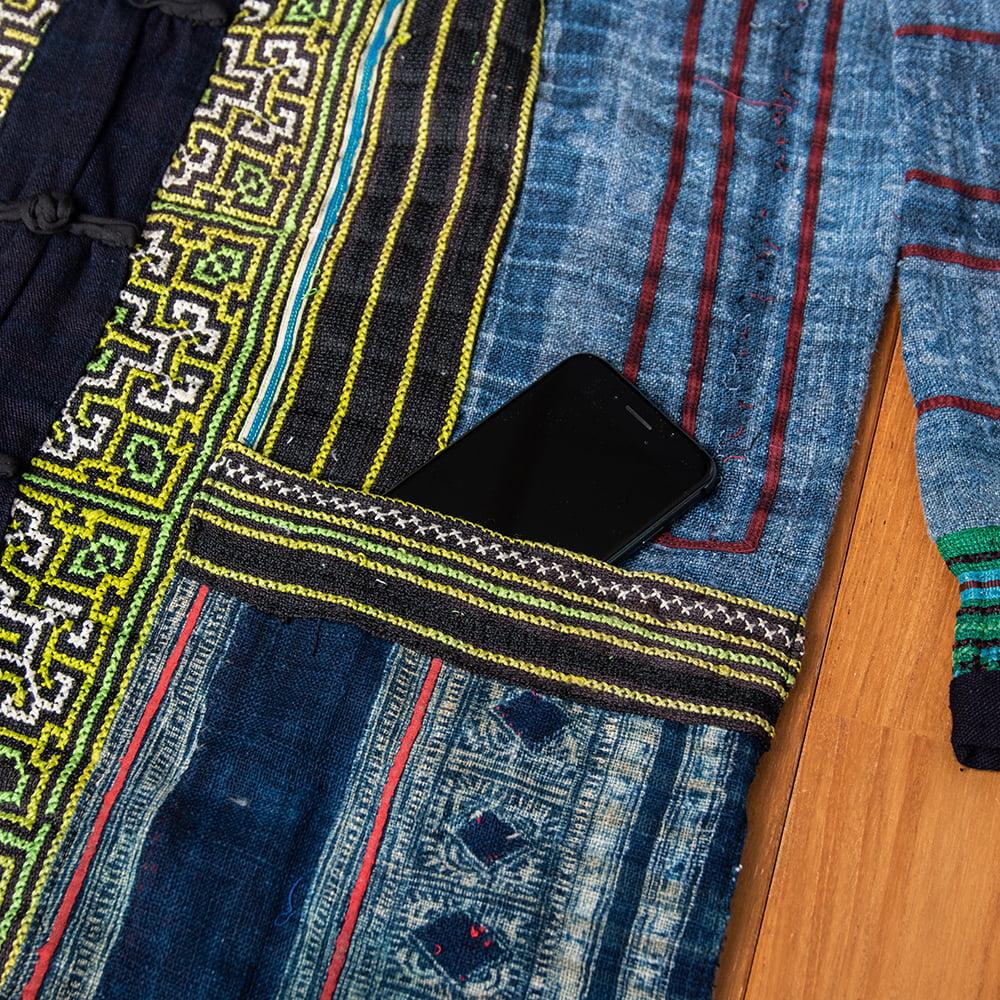 【一点物】黒モン族の藍染刺繍ジャケット 11 - ポケット付きなので、スマホなど小物も持ち歩けます。