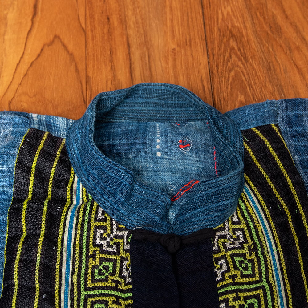 【一点物】黒モン族の藍染刺繍ジャケット 9 - 首周りです