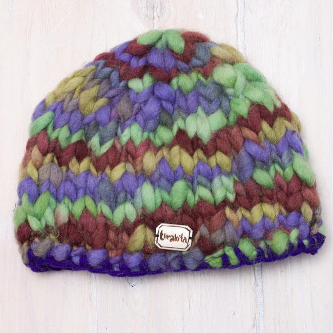 もこもこニット帽-フリース付き 【紫×グリーン系】 3 - 平らな場所に置いてみました。